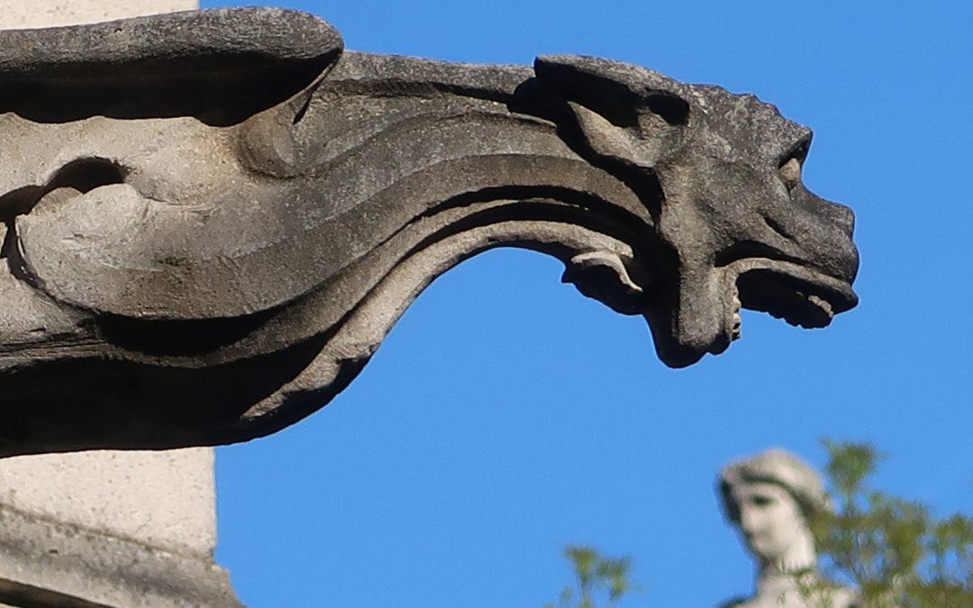 Gargouilles et socles de statues
